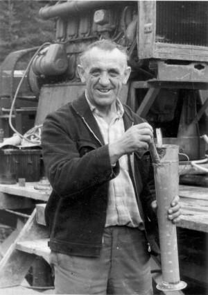 Rudolf Krzák jako dělník u geologického průzkumu
