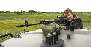 V roce 2009 byla Marie Lastovecká hostem jednoho z útvarů AČR a mohla si opět po letech vzít do rukou odstřelovačskou pušku...