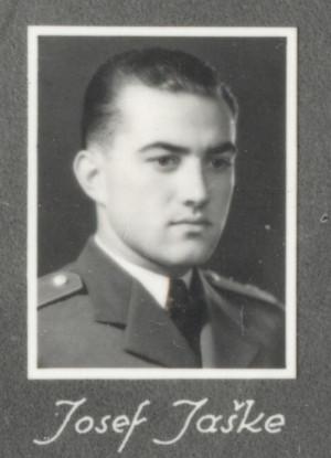 Josef Jaške v roce 1934 na snímku z tabla Leteckého oddělení Vojenské akademie.