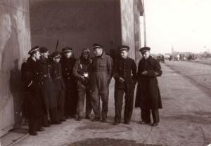 Josef Jaške (zcela vlevo) během Bitvy o Francii v Chartres.
