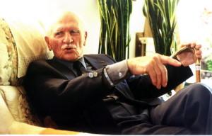 Raimund Půda ve svém domku v Henley-on-Thames v květnu roku 2000. Foto: Jaroslav Beránek