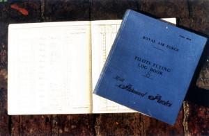 Pilotní deníky Raimunda Půdy. Poslední zápis byl učiněn v roce 1954.