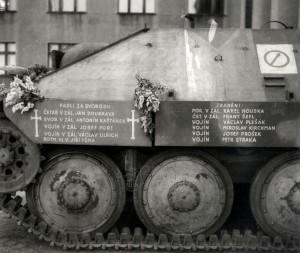 Povstalecký stíhač tanků Hetzer - pohled na seznam padlých a raněných, rok 1946