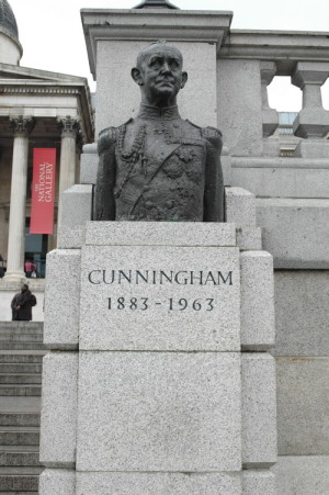 """Busta admirála Andrewa Browna Cunninghama (1883–1963) byla první sochou na Trafalgarském náměstí v Londýně, kterou vytvořil """"nebritský"""" výtvarník. Roku 1970 ji odhalil princ Filip, manžel královny Alžběty II. Admirál Cunningham se proslavil zejména jako velitel britské flotily ve Středomoří útokem torpédonosných letounů na italskou základnu v Tarantu v listopadu 1940 a porážkou Italů u mysu Matapan v březnu 1941. FOTO: Jaroslav Beránek"""