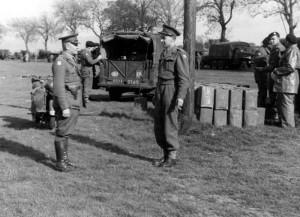 František Divoký (vlevo) ve Velké Británii v době, kdy velel oddílu polního četnictva Československé samostatné brigády. Uprostřed snímku rtm. Dobrý.