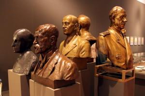Busty prezidentů, v popředí T. G. Masaryk a Ch. Garrigue- Masaryková