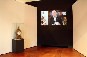 Ukázky prezidentských projevů - vlevo hodiny, které měl u projevů G. Husák