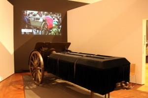 Houfnice, na které byla vezena rakev s ostatky prezidentů T. G. Masaryka a V. Havla