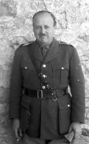 Poručík jezdectva v záloze Eduard Josef Lobkowicz (krycí pseudonym Eduard de Lorme) v La Palme v jižní Francii na jaře 1940 jako příslušník smíšeného přezvědného oddílu 1. československé divize
