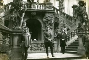 Pplk. Rudolf Medek slavnostně zahajuje činnost Muzea čsl. zahraničních vojsk Památníku odboje v Trojském zámku
