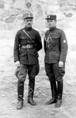 Jan Netík (vlevo) v roce 1919 na Sibiři (Foto VÚA-VHA)