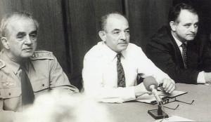 Náčelník Generálního štábu Československé armády generálporučík Karel Pezl, ministr obrany Luboš Dobrovský a jeho náměstek Antonín Rašek.
