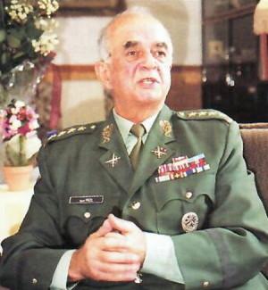 Generál Karel Pezl v roce 2002.