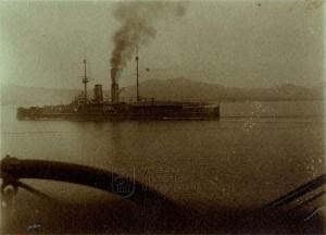 Rakousko-uherský semidreadnought třídy Radetzky s částečně zakrytou palubou kolem roku 1911