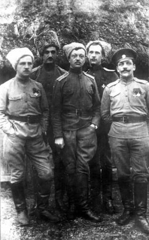 Praporčík Josef Švec na frontě v Karpatech. Na snímku zleva dobrovolníci Šidlík, Eisenberger, Švec, Podmol a Kouklík (VÚA-VHA)