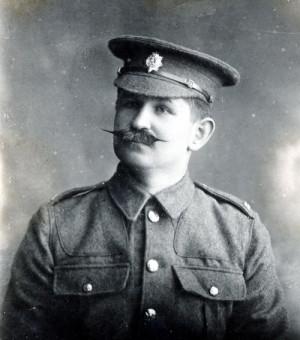 Dobrovolník Jan Sýkora v britském stejnokroji za první světové války (VÚA-VHA)