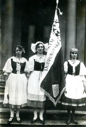 Prapor českých dobrovolníků v Britské armádě, který vyšily dámy londýnské české kolonie (VÚA-VHA)