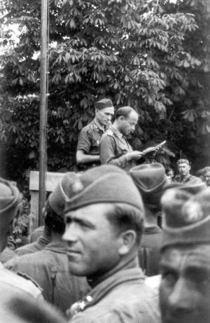 Představitelé ilegálního národního výboru Vládního vojska v Itálii, PhDr. Jiří Maria Veselý a MUDr. František Staudek, Ponton 23. května 1945