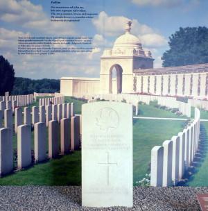 Původní umístění náhrobku D. Náplavy na vojenském hřbitově Commonwealthu Tyne Cot - na snímku v pozadí, v popředí  náhrobek