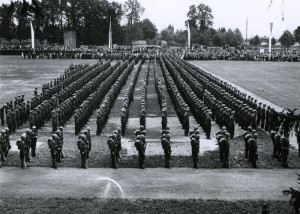 Vojenská akademie v Hranicích ve druhé polovině 30. let. Slavnostní vyřazení nových poručíků. FOTO: VÚA‒VHA