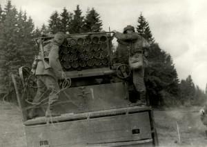 Československý 130mm raketomet vz. 51 s obsluhou