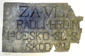 Štítek z hrobu padlých legionářů v Cecové