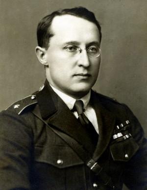 Generál V. hodnostní třídy (později brigádní generál) Otakar Husák jako ministr národní obrany od září 1920 do září 1921 (VHÚ Praha)