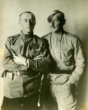 Poručíci Otakar Husák (vlevo) a Jan Syrový v pozdním létě 1917 (VÚA–VHA)