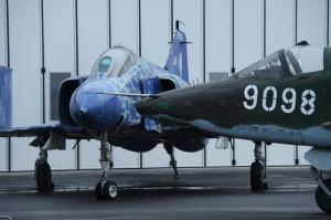 Phantom F-4, vpravo Su-25