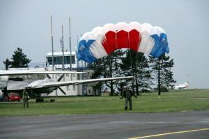 Seskoky parašutistů z 24. základny dopravního letectva