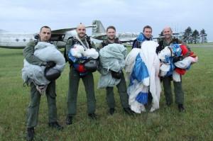 Parašutisté z 24. základny dopravního letectva