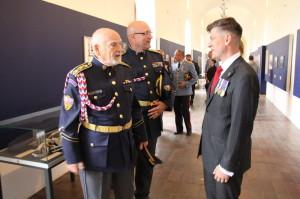 Theodor Pištěk při prohlídce výstavy - vpravo Zdeněk Špitálník