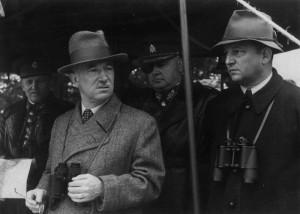 Ministr národní obrany František Machník (vpravo) s Edvardem Benešem, prezidentem republiky nacvičení čs. branné moci z roku 1938. FOTO: VÚA‒VHA
