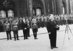Ministr národní obrany František Machník při projevu na Staroměstském náměstí v Praze. FOTO: VÚA‒VHA