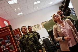 Výstavu si prohlédla také ministryně obrany Karla Šlechtová