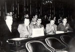 V roce 1946 byl jedním ze zástupců Československa na mírové konferenci v Paříži (vpravo)