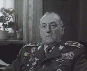 Generálmajor Vladimír Přikryl ve filmu Generace na padácích z roku 1966 (VHÚ Praha)