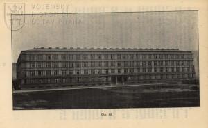 Nová budova v pražské Bubenči, bezprostředně po dokončení stavby.