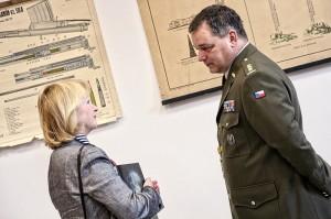 Velitel 7. mb plk. Jiří David a senátorka Jitka Saitlová