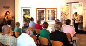 Výstava byla otevřena za přítomnosti velvyslankyně České republiky Věry Zemanové (FPM)