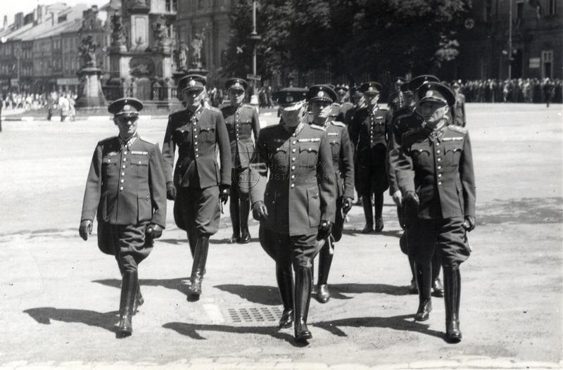 Vládní vojsko na Velkém náměstí v Hradci Králové
