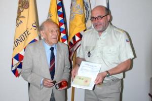 Předseda Svazu JUDr. Jan Decker předal plk.gšt. Mgr. Aleši Knížkovi několik zajímavých předmětů z činnosti Svazu