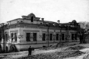 Ipatěvův dům v Jekatěrinburku, ve kterém v noci ze 16. na 17. července 1918 ruští bolševici zavraždili Nikolaje Romanova, jeho ženu, děti a doprovod (Foto VÚA-VHA)