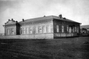 Budova zemědělské školy v Alapajevsku, kde bolševici drželi příbuzné rodiny Romanovů (Foto VÚA-VHA)