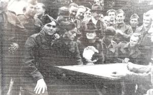 Jaroslav Klemeš na dobovém snímku - vlevo v popředí.