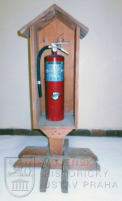 Stojan na hasicí přístroj