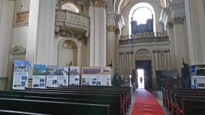Snímek z expozice ve Vojenském kostele sv. Jana Nepomuckého na pražských Hradčanech (Velvyslanectví Slovinské republiky v Praze)