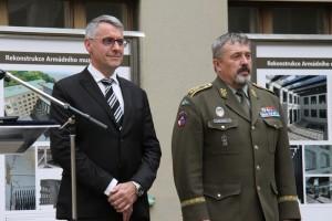 Ministr obrany Lubomír Metnar a náčelník Generálního štábu Armády České republiky, generálporučík Aleš Opata