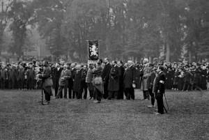 """Rota """"Nazdar"""" přijímá na přísaze z rukou starosty v Bayonnu praporec, 12. říjen 1914"""
