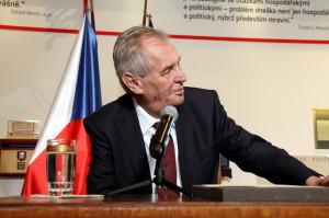 Miloš Zeman při tiskové konferenci na výstavě Založeno 1918 - Doteky státnosti
